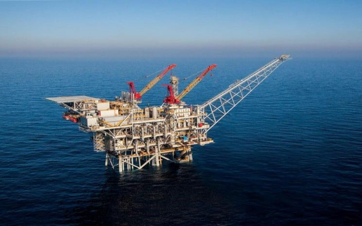 WHOSE PROJECTS FOR GREEK GAS FIELDS SPOILS THE DISCOVERY OF THE SUPER GIANT GAS FIELD ZOHR?