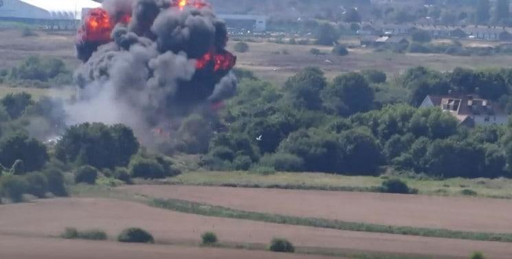 SHOCK!!!  PLANE CRASHED IN HIGHWAY – 6 PEOPLE DIED (VIDEO)