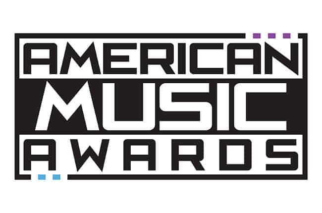 FULL PERFOMANCES IN AMAS: ONE DIRECTION,SELENA GOMEZ,ARIANA GRANDE AND MORE