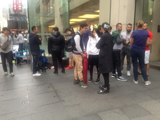 THEY SLEPT OUT OF THE APPLE STORE IN SYDNEY TO BUY THE NEW iPHONE 7!!! (PHOTOS)