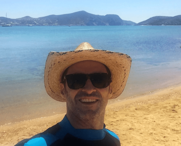 HUGH JACKMAN: ON HOLIDAY IN GREECE