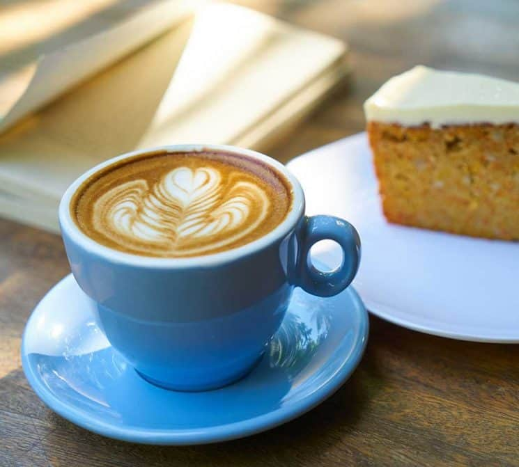A PROFITABLE COFFEE SHOP WITH LOW RENT FOR SALE (1052)